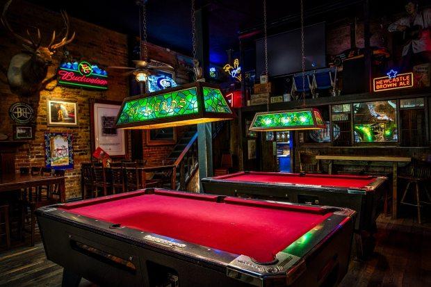 bar-billiards-gambling-261043