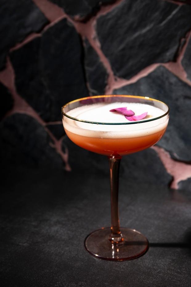 Basalt - Madam Melrose - Feminine, classy, succulent & sweet (Gin, Dry Vermouth & peach purée) (HR) 1 photo Annalize Nel
