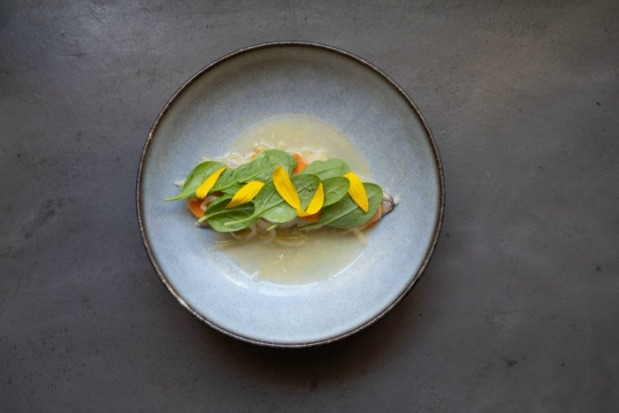 Makaron-Foraging-Mackerel-escabeche-sunchoke-flowers-pickled-carrot-by-Keli-van-der-Weijde-HR