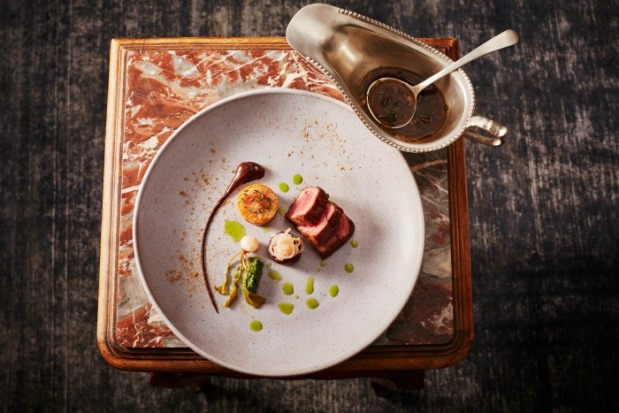 Salsify-at-The-Roundhouse-Aged-beef-prime-rib-porcini-pudding-onion-gravy-bone-marrow-biscuit-HR-photo-Justin-Patrick-1